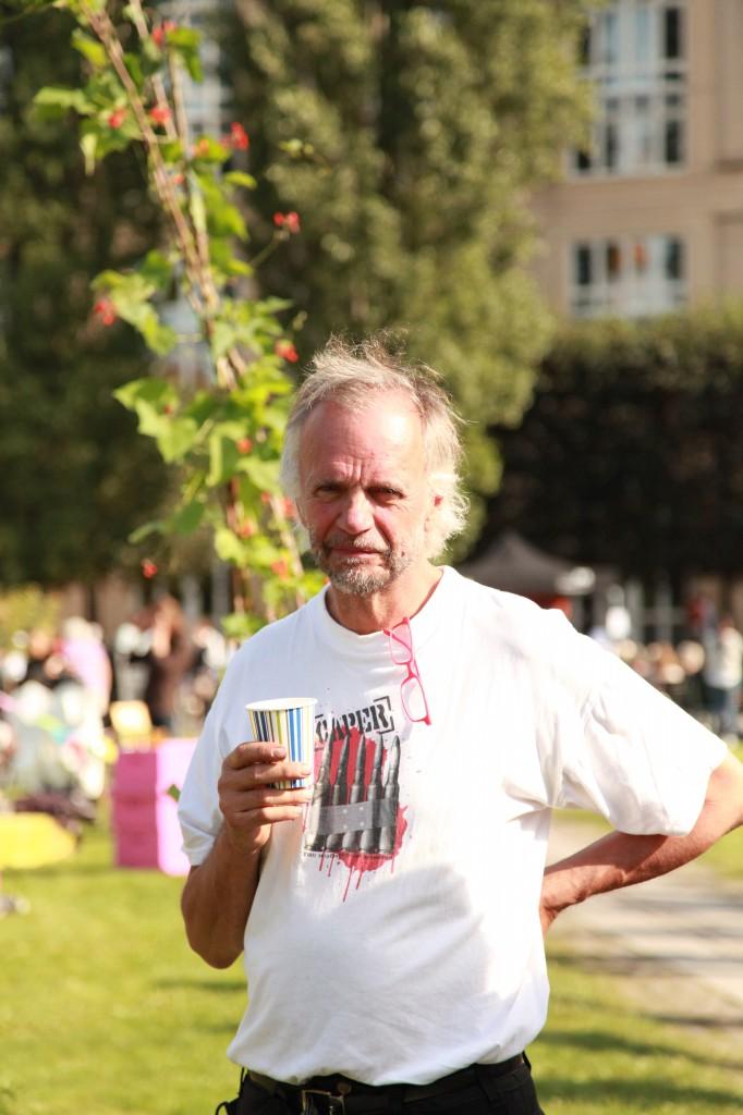 Stadsoldarefestivalen. Arkitekten Christer Pettersson i Vintervikens idéträdgård ©Ulrika Flodin Furås