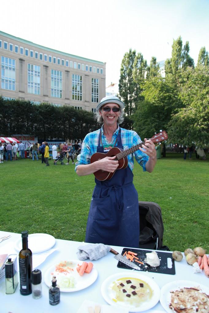 Stadsoldarefestivalen, Peter Streijfferts receptakut inkl ukulele©Ulrika Flodin Furås