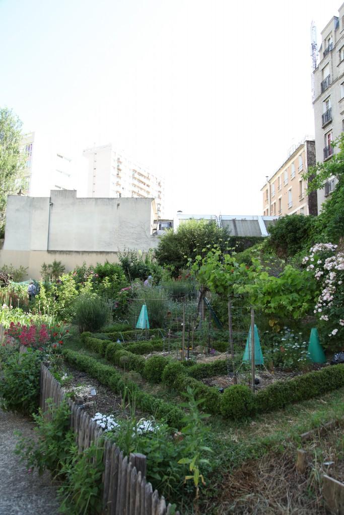 kolonilotts- och grannodling på innergård i Paris ©Ulrika Flodin Furås