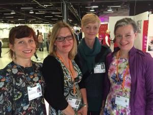 En grupp med odlingsintresserade kvinnor som har anlagt en ny trädgård